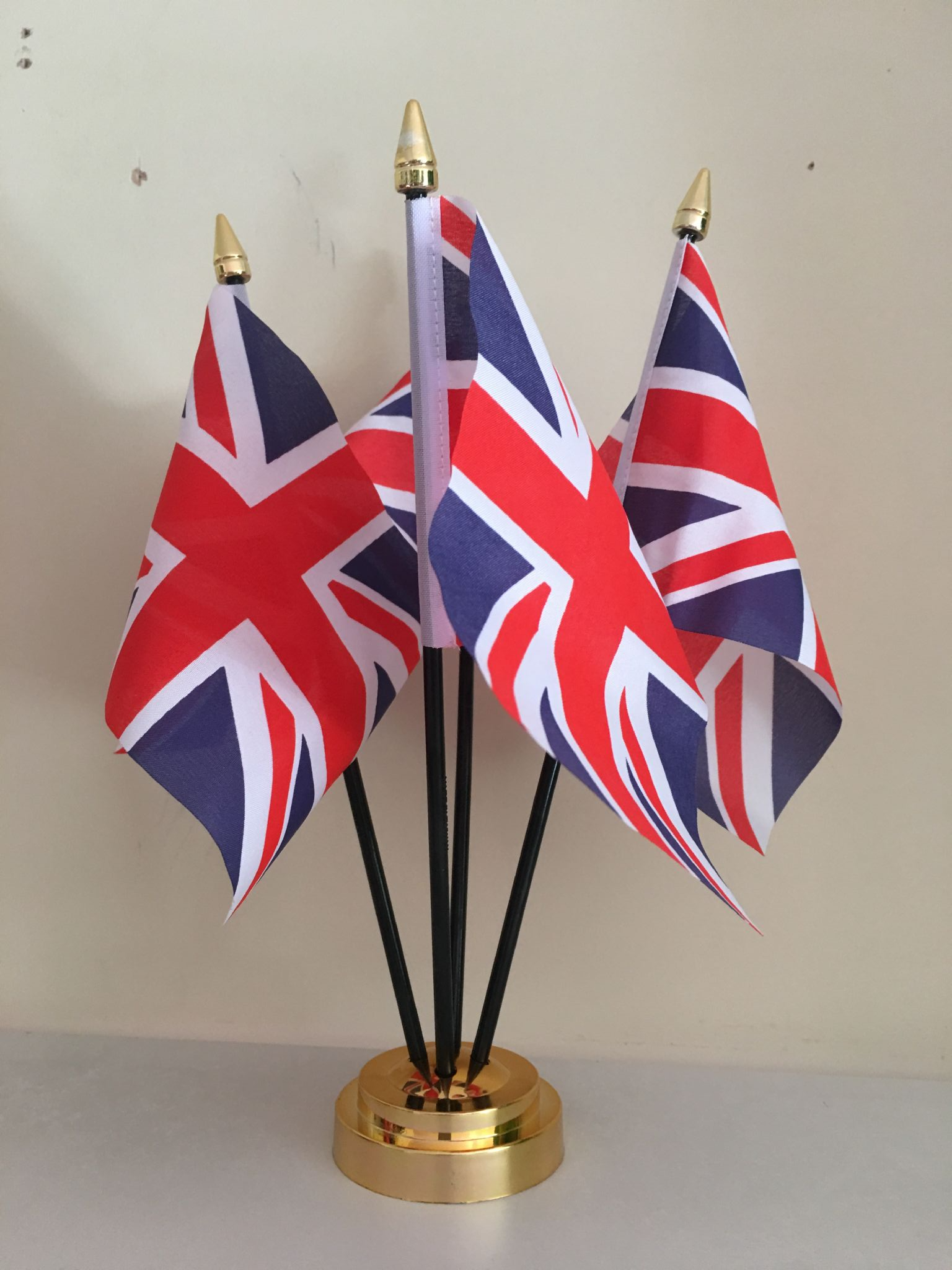 UNION JACK GREAT BRITAIN TABLE FLAG SET of 3 flags and base